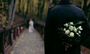 Τα μικρά μαργαριτάρια από το κόσμημα του γάμου