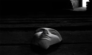 Μπορεί η μάσκα να μου στερήσει τον Χριστό ; . . .