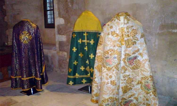 Τα Ιερά Άμφια των Κληρικών